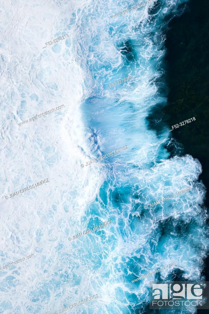 Imagen: Waves and ocean, La Santa, Lanzarote Island, Unesco Biosphere Reserve, Canary Islands, Spain, Europe.