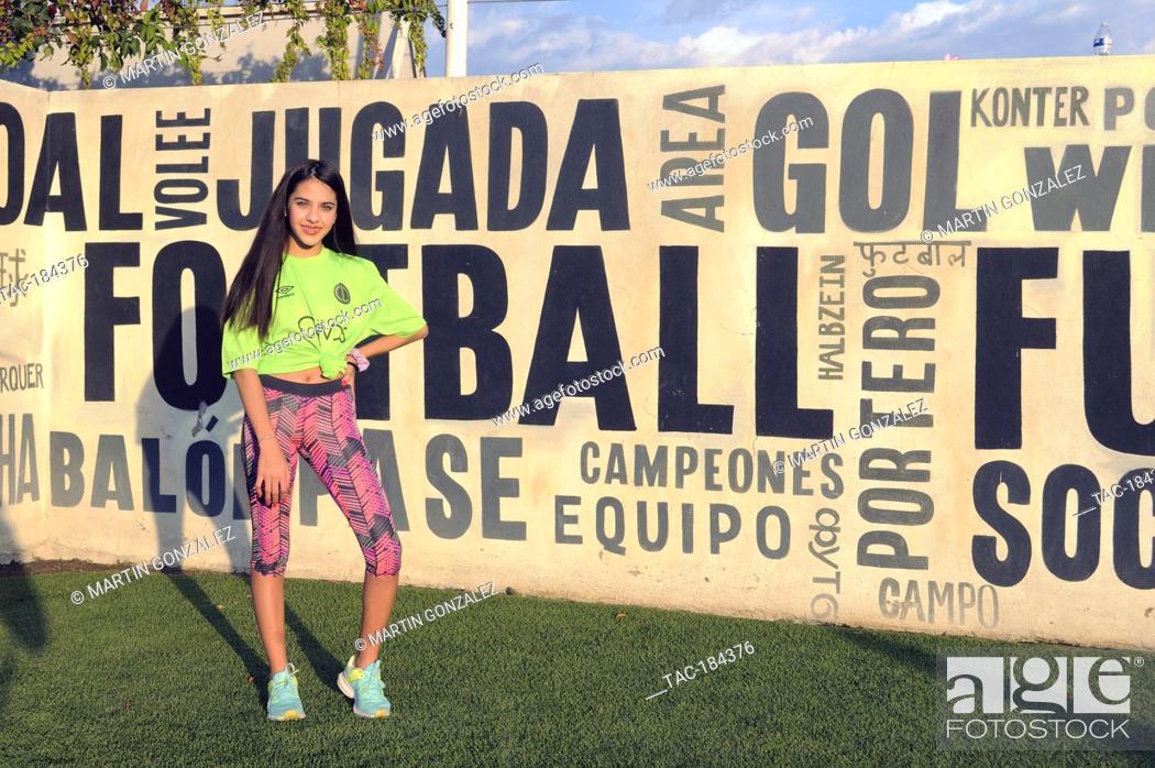 Imagen: PUEBLA, MEXICO – DECEMBER 19: Actress Cassandra Iturralde poses for photos during the press conference 'Emma en Los Olivos' at  Los Olivos Football Club on.