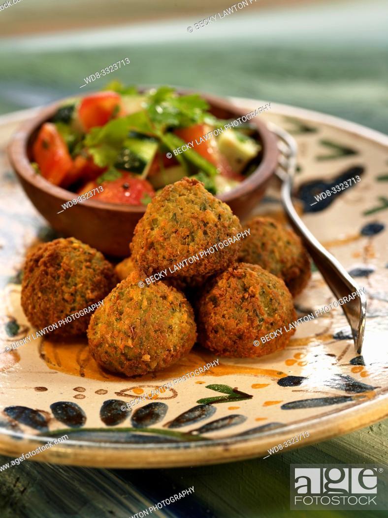 Imagen: falafel con verduras.