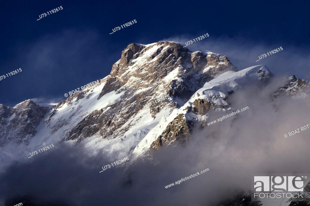 Stock Photo: Beautiful peaks around the Hunza valley in Pakistan.