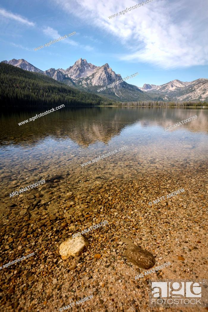 Imagen: Mcgown Peak and Stanley Lake, Sawtooth Wilderness, Sawtooth National Recreation Area, Stanley, Idaho, USA.