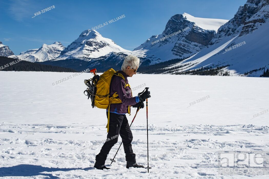 Imagen: A woman, 71, skis on Bow Lake, in Banff National Park, Alberta, Canada, Rockies, Rocky Mountains.