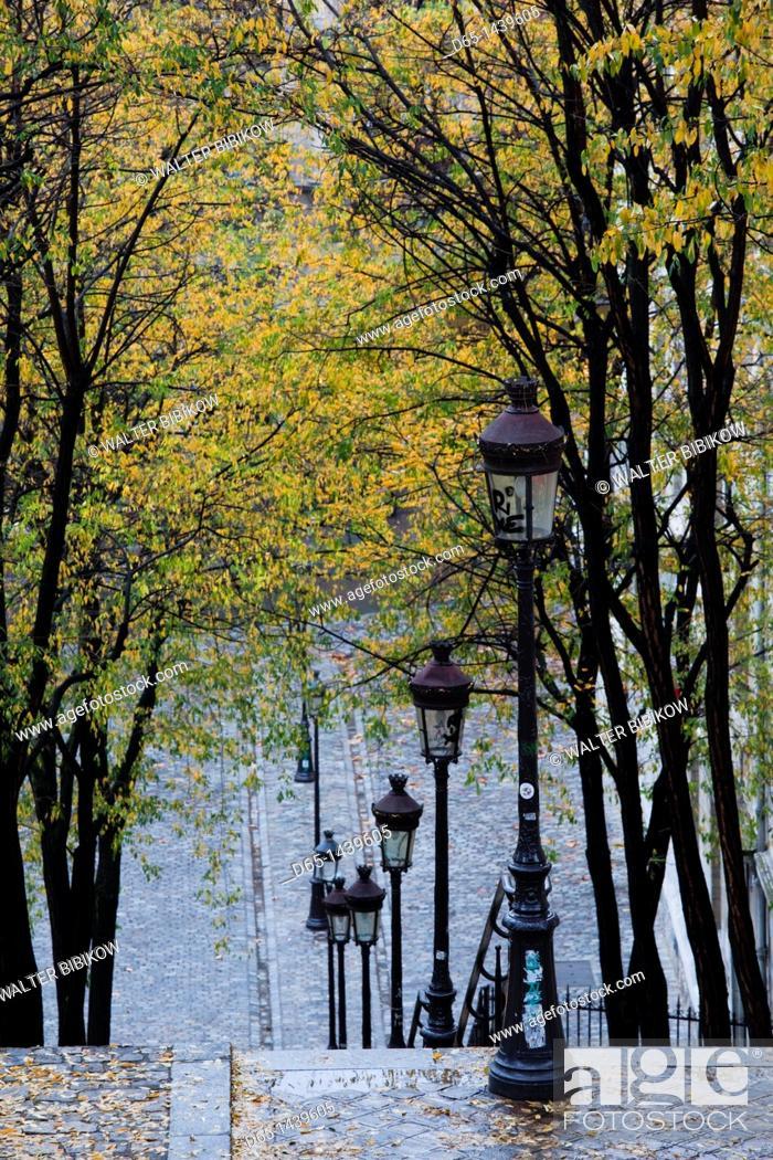 Stock Photo: France, Paris, Montmartre, rue de Foyatier steps to the Place du Sacre Coeur, autumn.