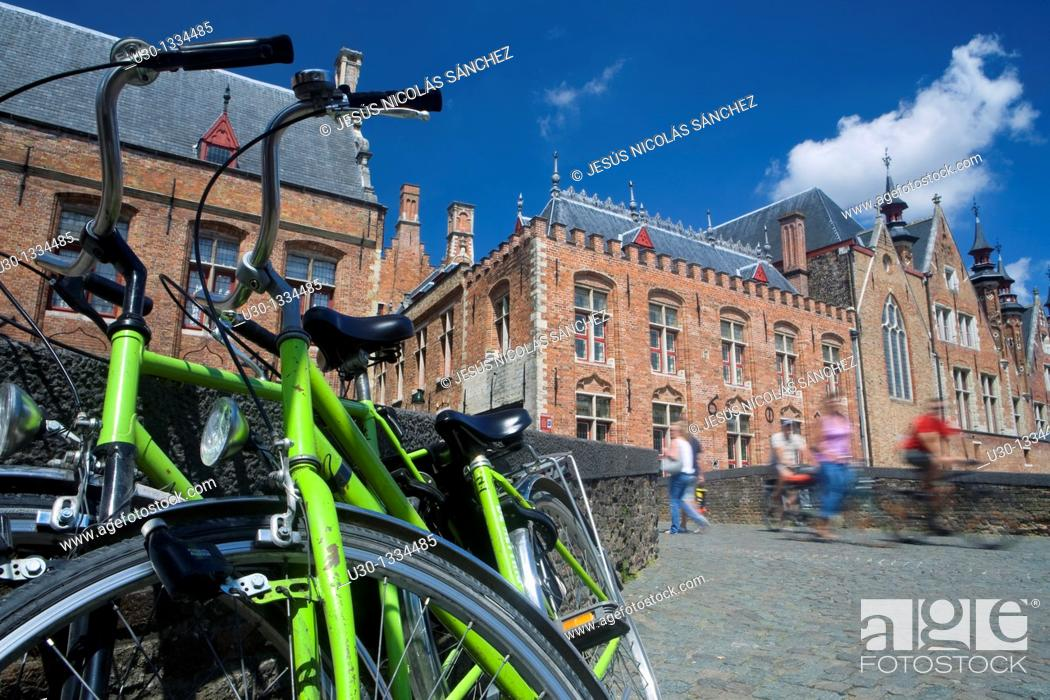 Imagen: Bicycle in a typical street in the medieval town of Brugge, listed World Heritage Site by UNESCO  Flanders  Belgium.