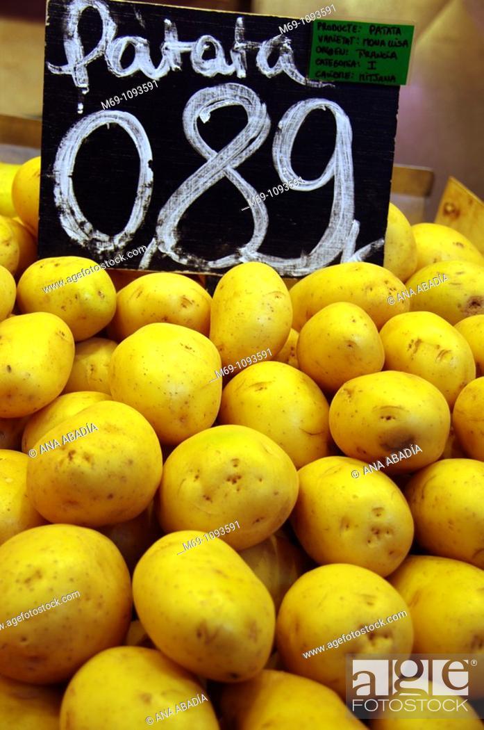 Stock Photo: Venta de patatas en el Mercado de Sant Josep, La Boqueria, Barcelona.