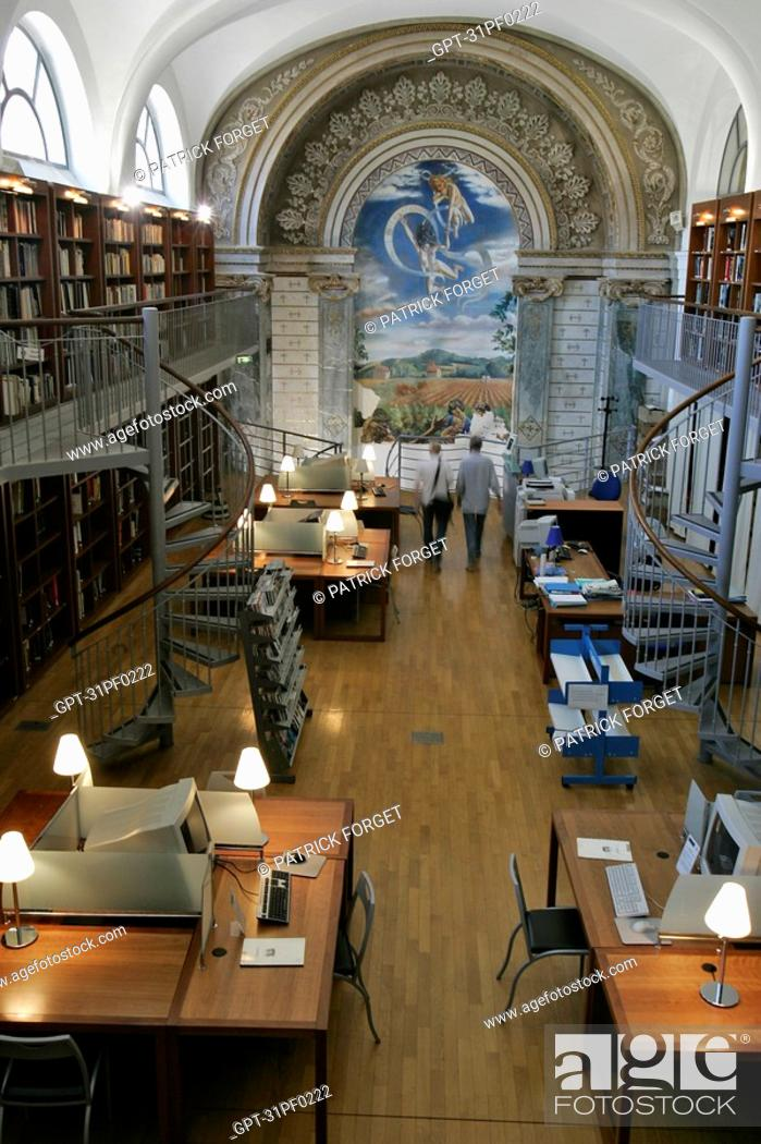 Stock Photo: LIBRARY SPECIALIZING IN FILMS, COLLEGE DE L'ESQUILE, CINEMA LIBRARY, TOULOUSE, HAUTE-GARONNE 31, FRANCE.