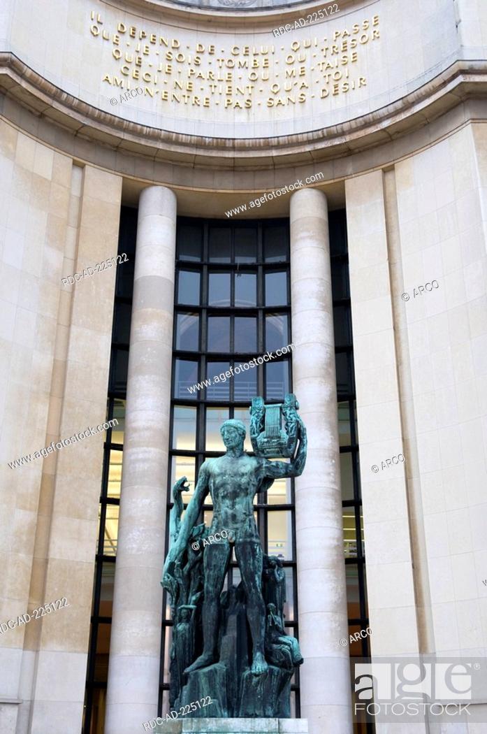 Stock Photo: Palais de Chaillot, Paris, France.