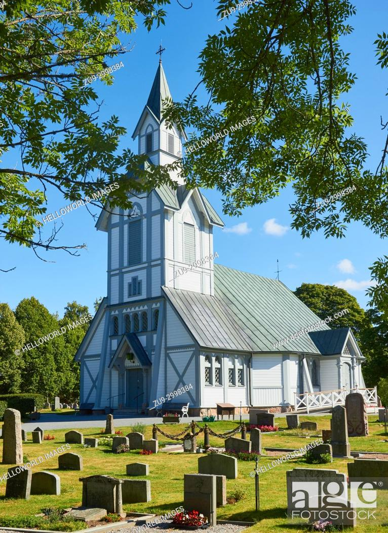 Imagen: White painted octagonal wooden church, built in the late 1800's, Ljustero, Stockholm County, Sweden, Scandinavia. . Ljustero is an island in the northern part.