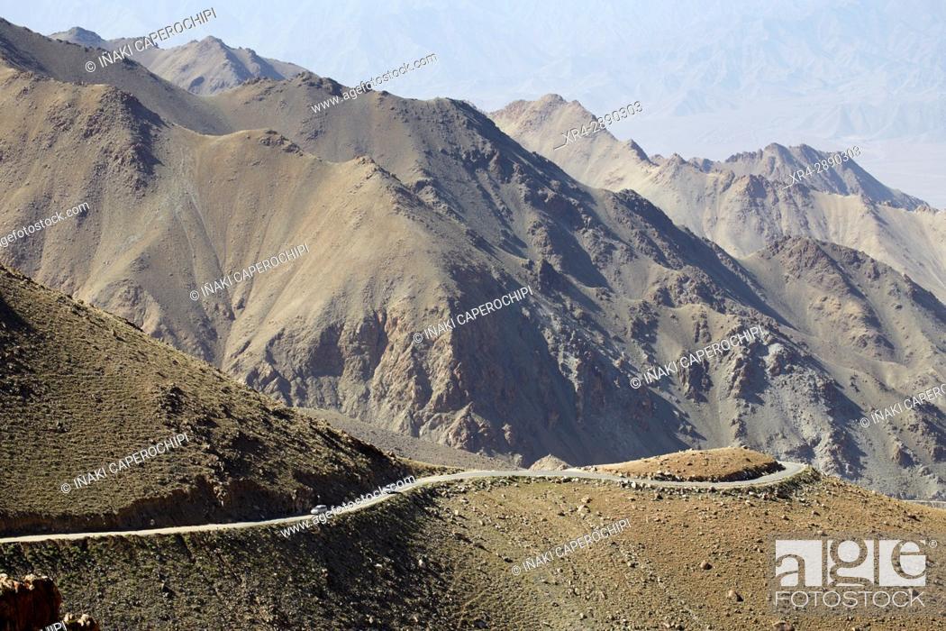 Photo de stock: Subiendo el Khardung La Pass, Khardung La Pass, Ladakh, India.