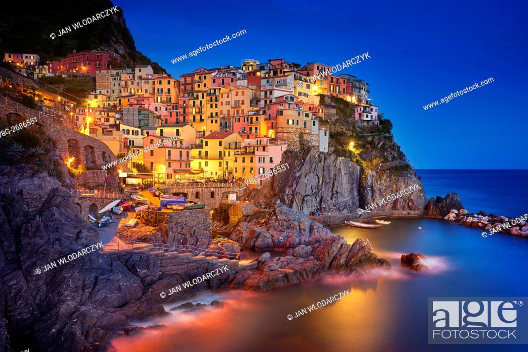 Photo de stock: Manarola at evening dusk, Riviera de Levanto, Cinque Terre, Liguria, Italy.