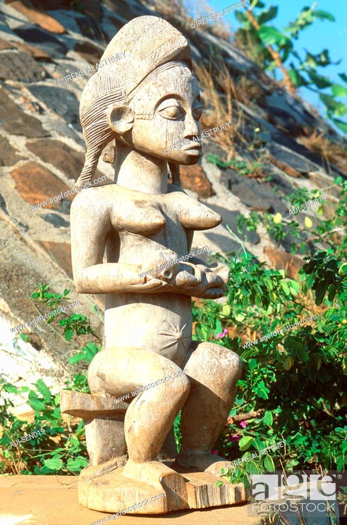 Stock Photo: Senegal - La Presqu'ile du Cap-Vert - Artisanat - Statue africaine.