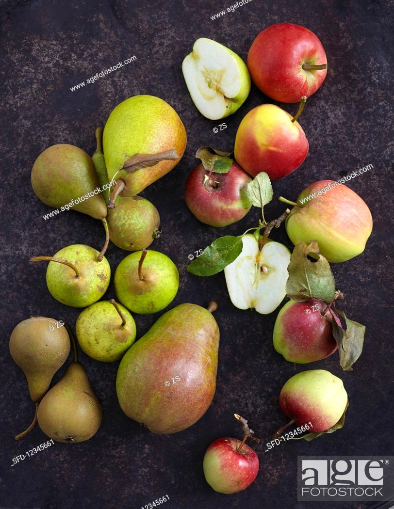Stock Photo: Several varieties of apples and pears.