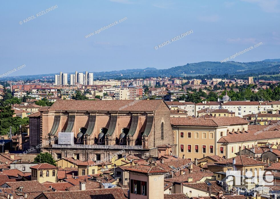 Imagen: Cityscape of the Old Town, elevated view, Bologna, Emilia-Romagna, Italy.