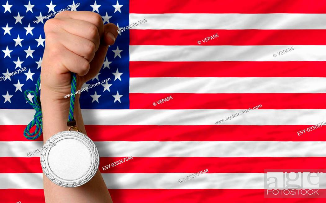 Imagen: Holding silver medal for sport and national flag of us.