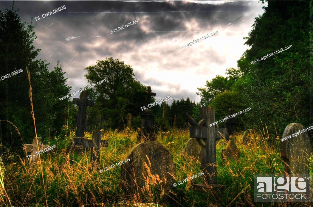 Photo de stock: Gravestones at Cathays Cemetery, Cardiff Wales.