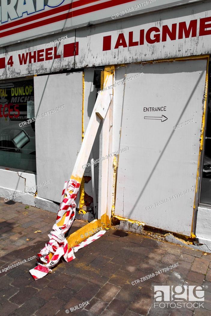Imagen: Shopfront repairs, Leyton, London, UK.