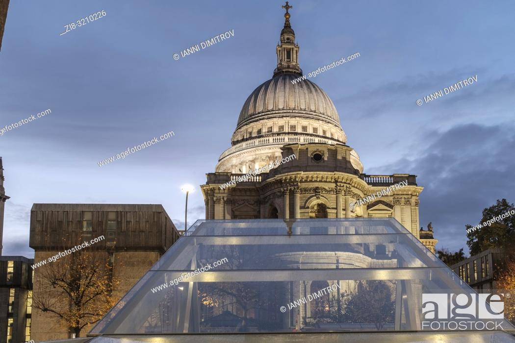 Stock Photo: England, London, One New Change - Saint Paul's Cathedral on a rainy building.