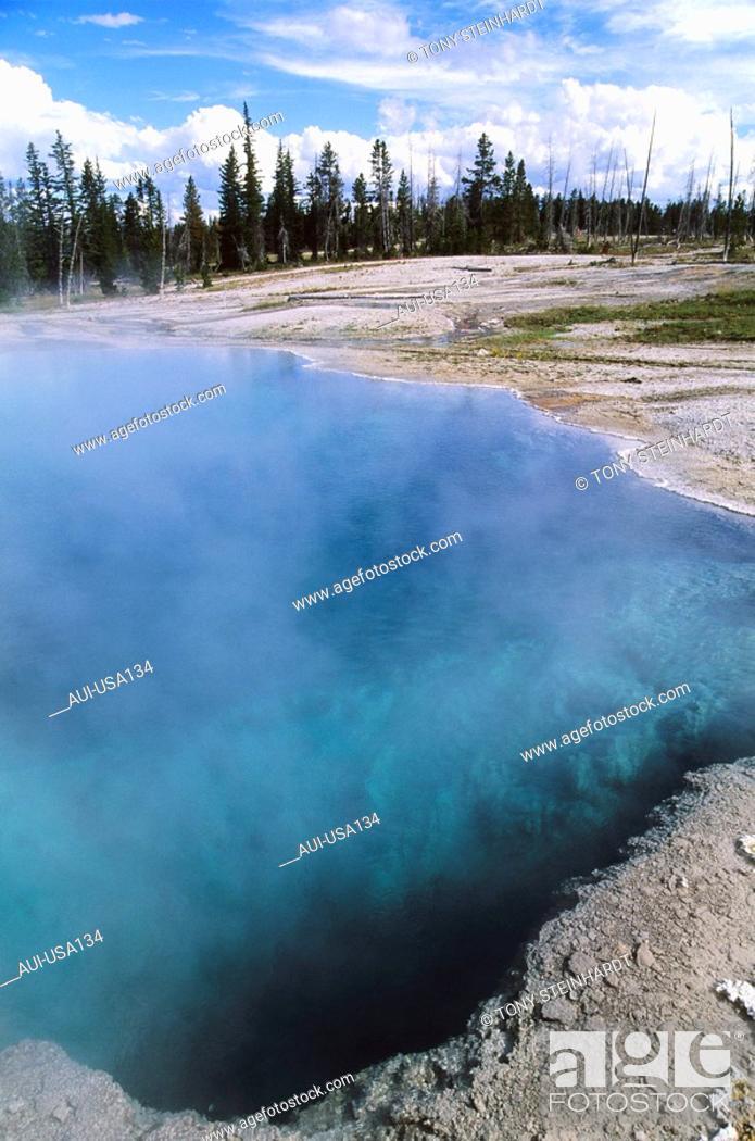 Stock Photo: USA - National Park - Yellowstone - West Thumb.