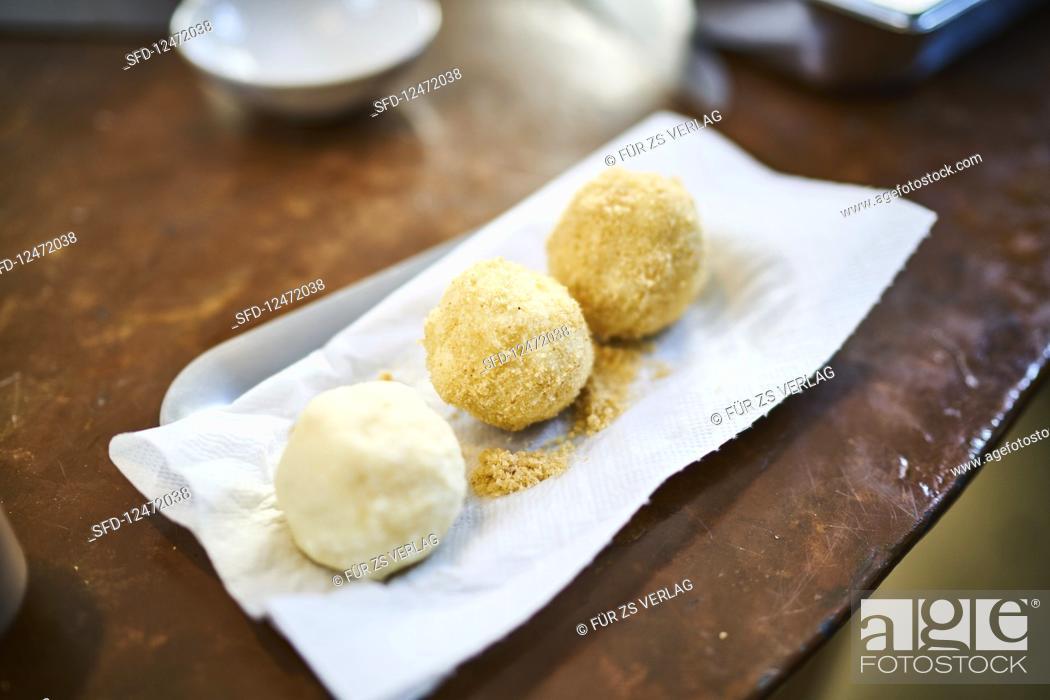 Photo de stock: Semolina dumplings sprinkled with bread crumbs.