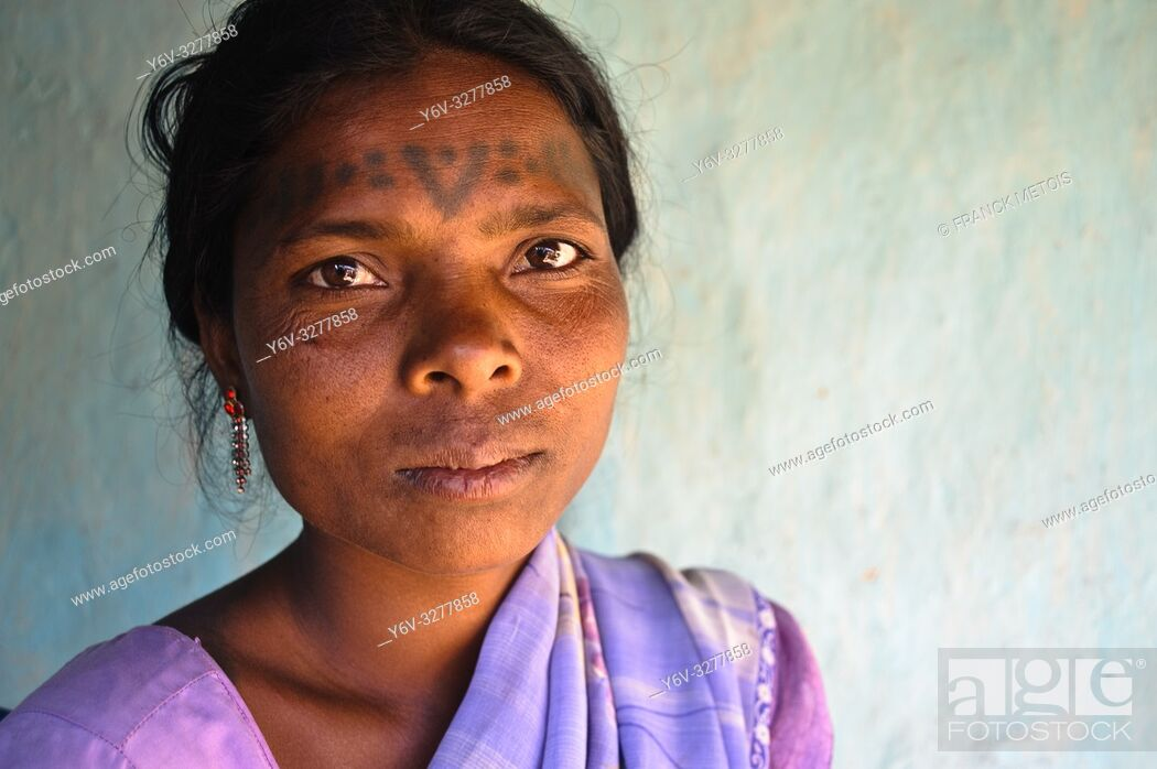 Stock Photo: Woman from the Baïga tribe ( Madhya pradesh, India).