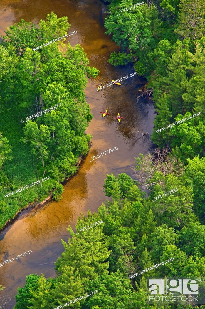 Imagen: Kayaks on the Pere Marquette river in Michigan  The PM is a designated Wild and Scenic River by law.