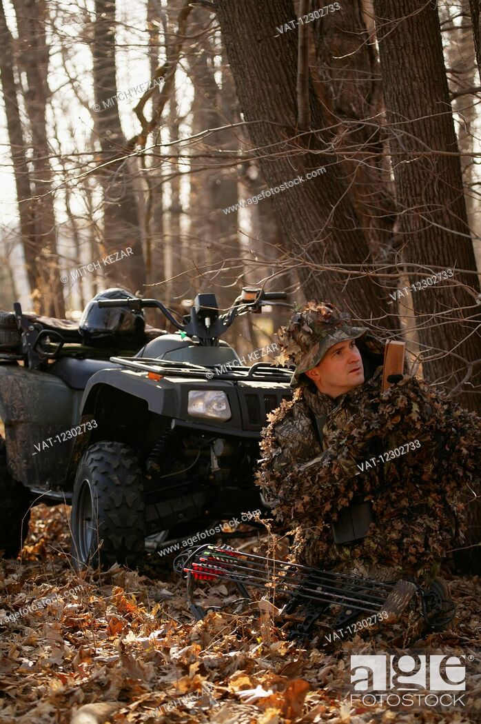 Imagen: Bowhunter Hunting Turkey In Spring On An ATV.