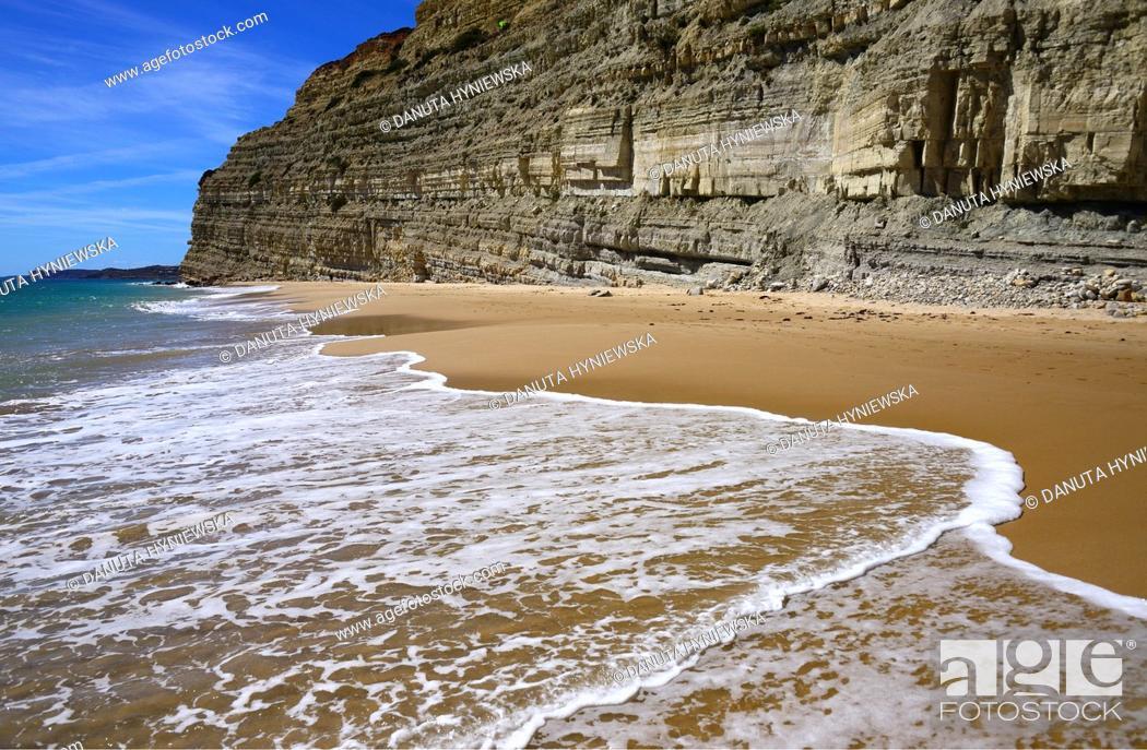 Imagen: free of crowd, picturesque Porto de Mos beach, Lagos, Algarve, Portugal, Europe.