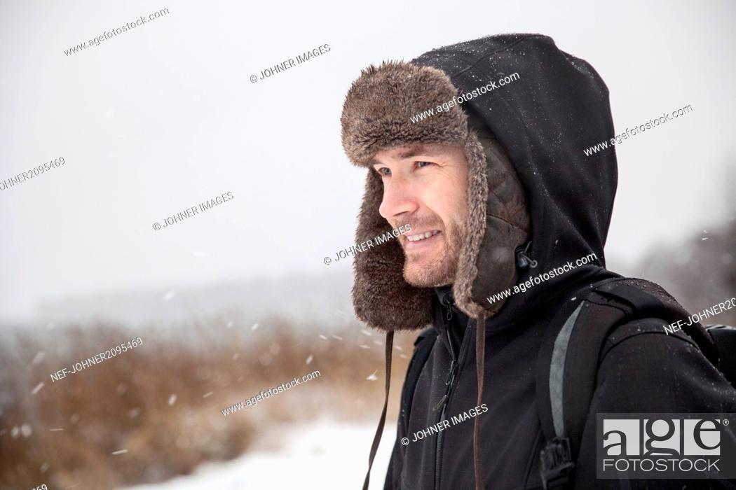 Photo de stock: Smiling man at winter.
