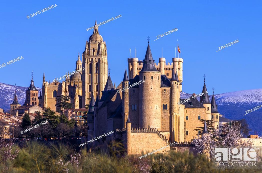 Stock Photo: Vista primaveral de Segovia con su catedral y su alcázar. España.