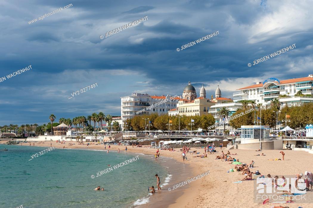 Imagen: Beach and cityscape, Saint-Raphael, Var, Provence-Alpes-Cote d`Azur, France, Europe.
