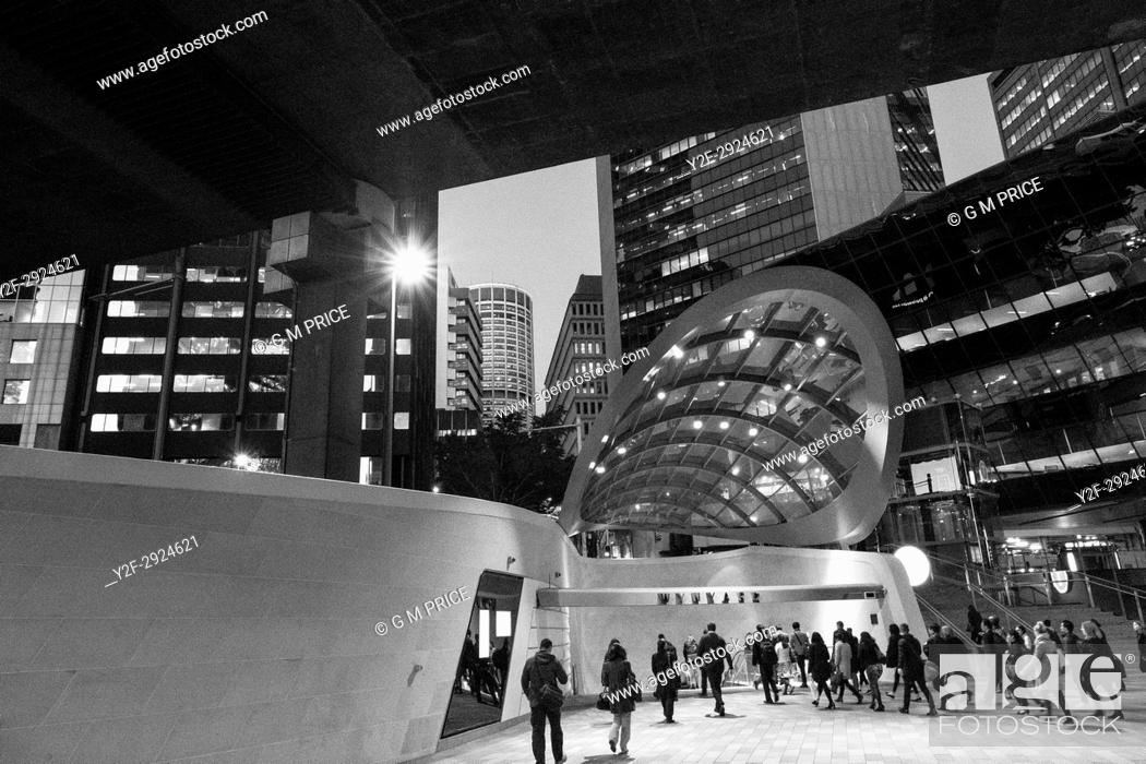 Imagen: entrance to Wynyard Walk and modern architecture at Barangaroo, Sydney.
