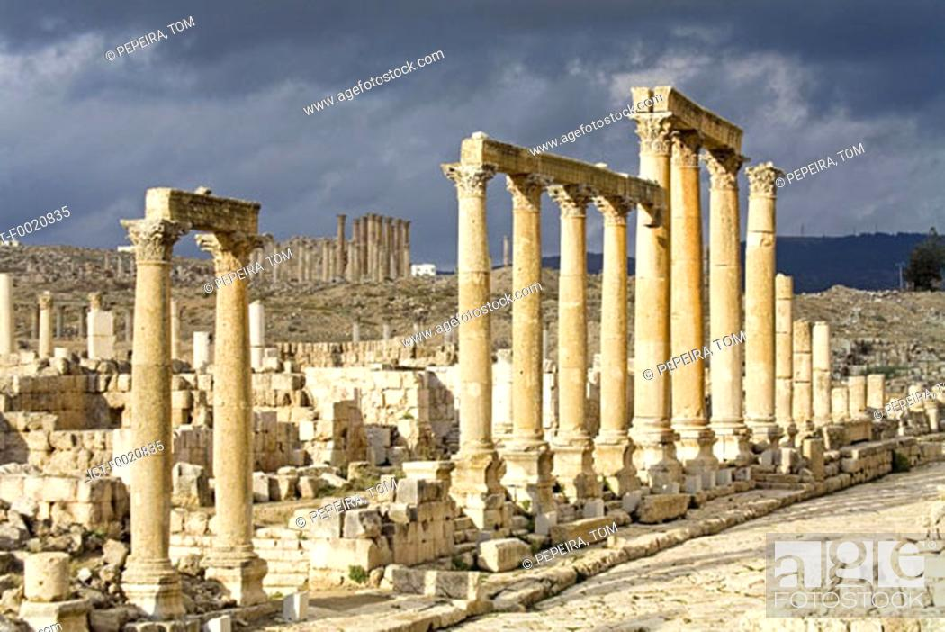 Stock Photo: Jordan, Jerash, columnade.