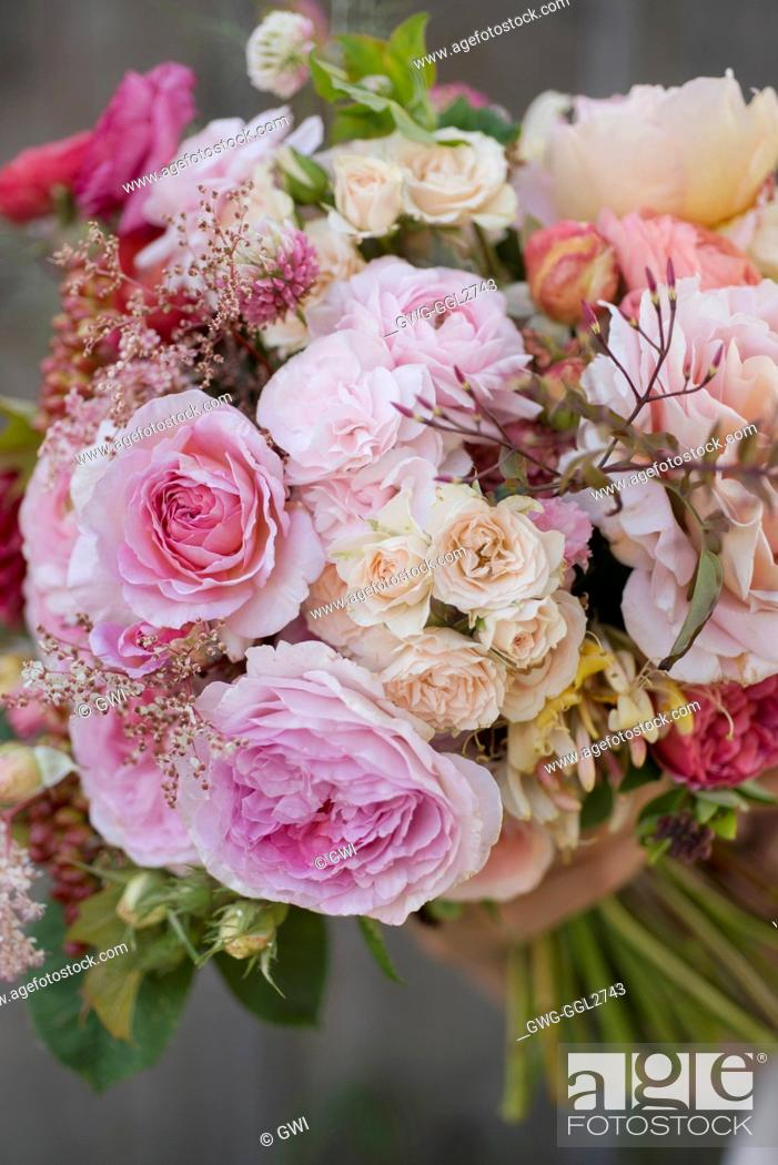 ROSA ABRAHAM DARBY WITH RANUNCULUS GARDEN ROSES SPRAY ROSES