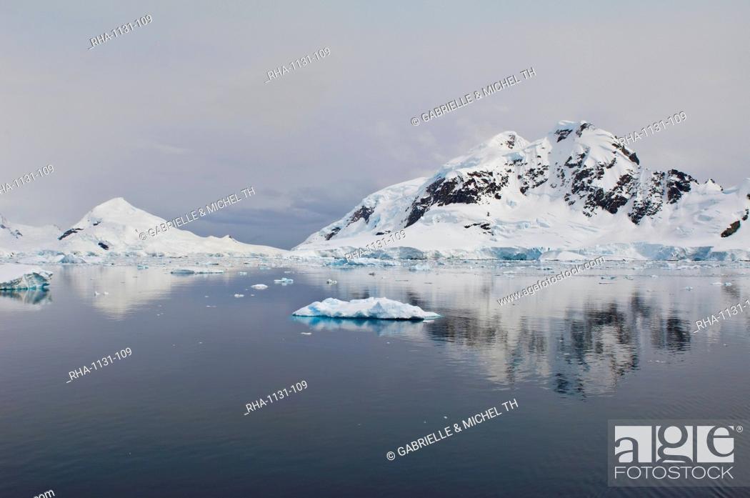 Imagen: Bahia Paraiso (Paradise Bay), Antarctic Peninsula, Antarctica, Polar Regions.