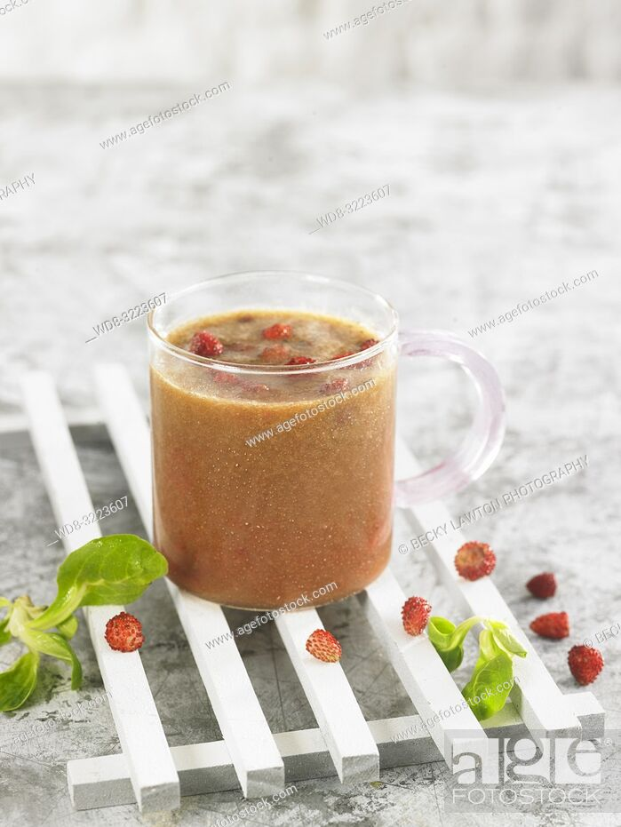 Stock Photo: batido de fresas con soja y menta / Strawberry smoothie with soy and mint.