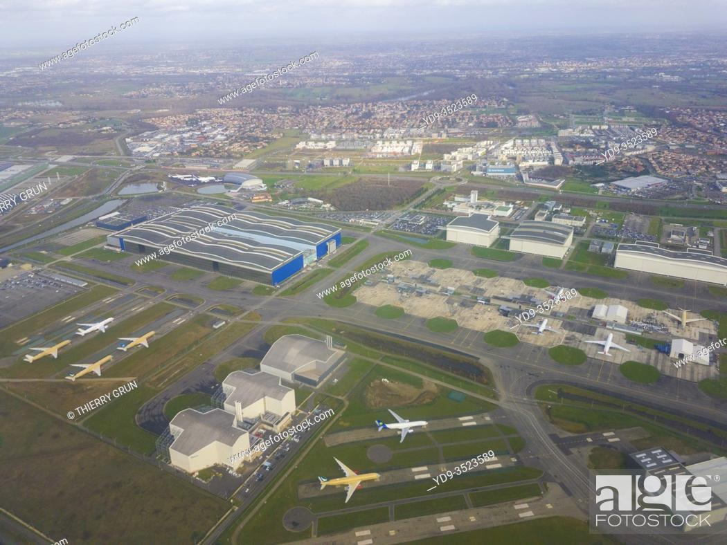 Stock Photo: France, Haute-Garonne (31), Blagnac, Toulouse-Blagnac Airport, ZAC Aeroconstellation hosting the assembly plant for Airbus airliners (aerial view).