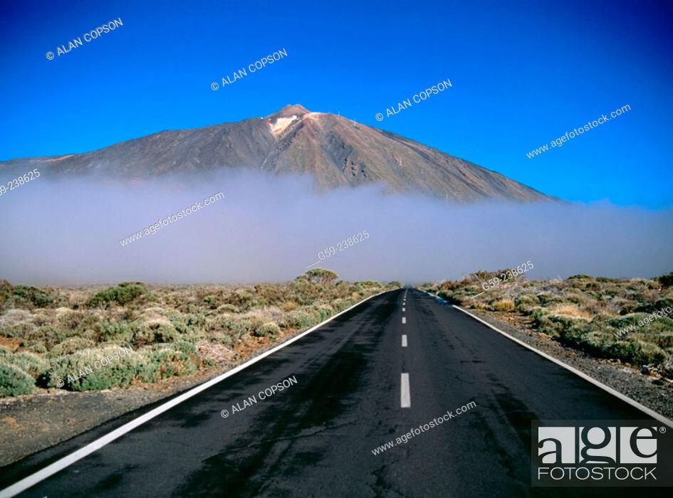 Stock Photo: Roques de García. Teide National Park. Tenerife. Canary Islands. Spain.