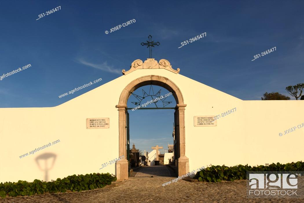 Photo de stock: Ourem cemetery gate, Portugal.
