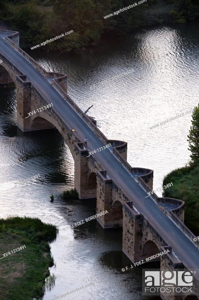 Stock Photo: San Vicente de la Sonsierra bridge  La Rioja  Rioja Alavesa  Araba  Basque Country  Spain.