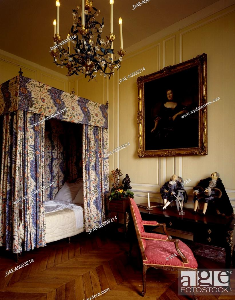 Four-poster bed and 18th century bedroom furniture, Chateau ...