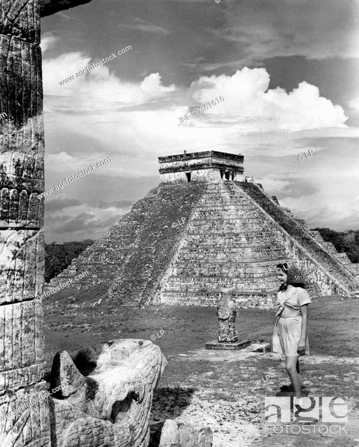 Stock Photo: geography / travel, Mexico, Chichen Itza, buildings, temple of the warriors, exterior view, circa 1960s,.