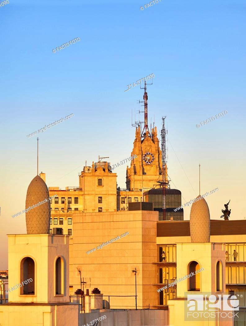 Imagen: Rialto building roof at Gran Via street. Madrid.
