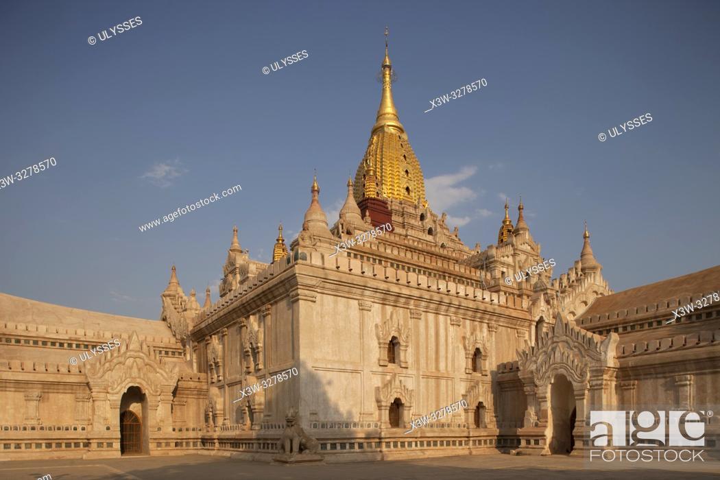 Photo de stock: Ananda temple, Old Bagan village area, Mandalay region, Myanmar, Asia.