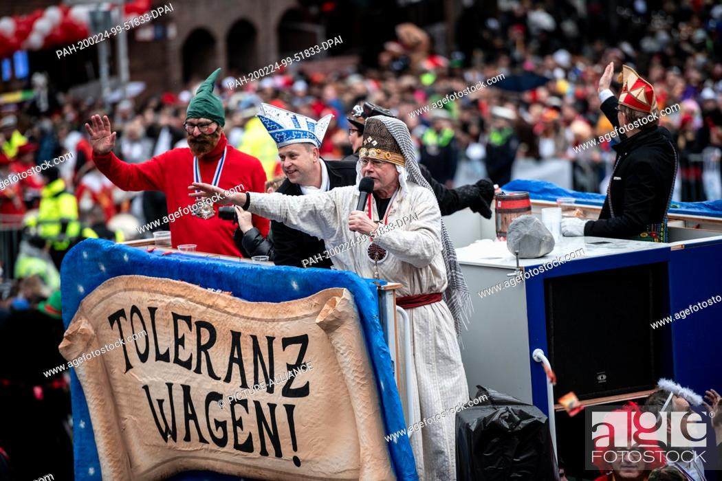 """Stock Photo: 24 February 2020, North Rhine-Westphalia, Duesseldorf: Carnivalists throw camels from the """"""""Tolerance Carriage"""""""". With the Rosenmontag parades the Rhenish."""
