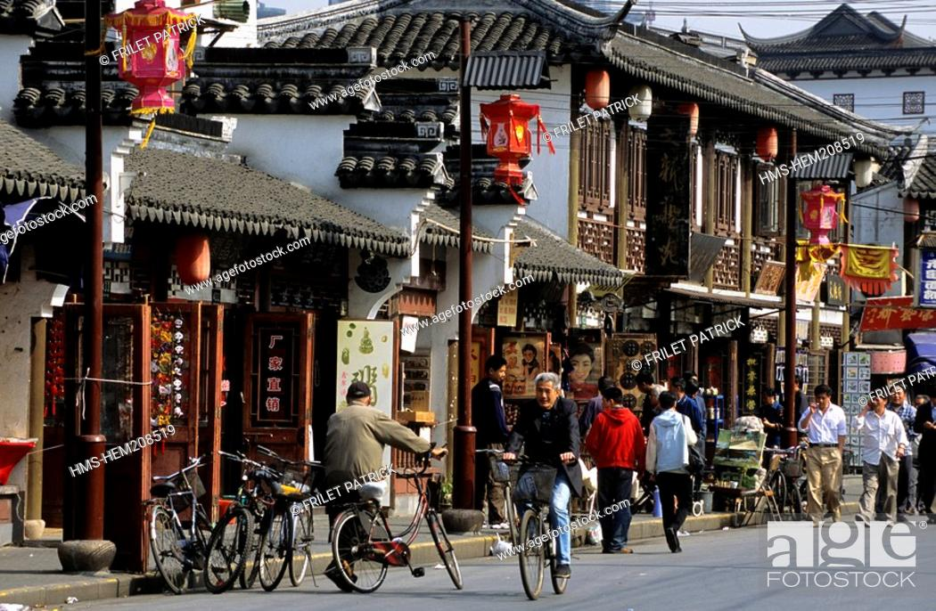 Stock Photo: China, Shanghai, Nanshi old district.