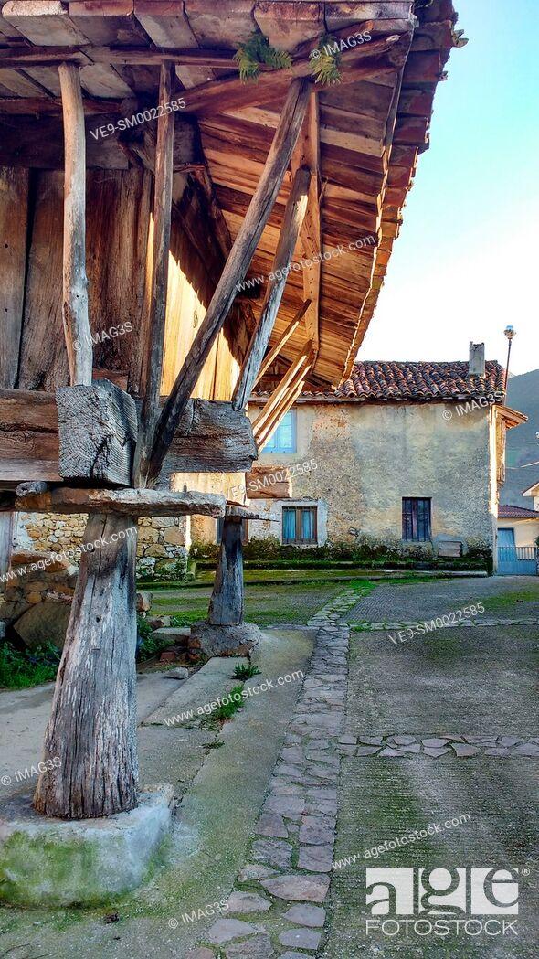 Imagen: Hórreo in Piloñeta village, Nava, Asturias, Spain.