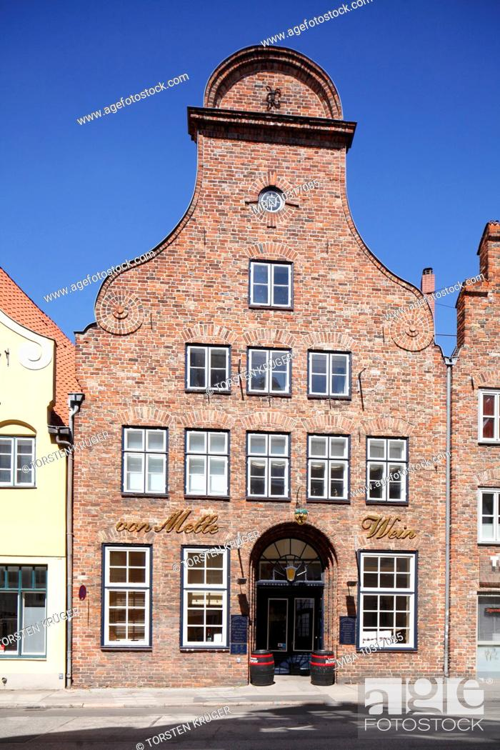 Stock Photo: Historiches Giebelhaus in the old town, Lübeck, Schleswig-Holstein, Germany, Europe.