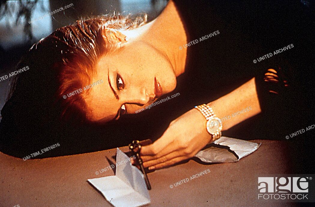 9 12 Wochen In Paris Kim Basinger Stock Photo Picture And