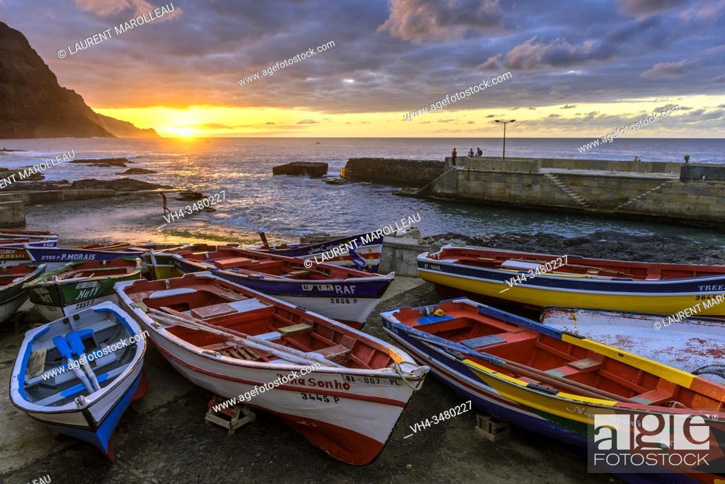 Photo de stock: Fishing Port of Ponta do Sol Village at Sunset, Boca de Pistola, Ponta do Sol, Ribeira Grande Municipality, Santo Antao, Cape Verde Islands, Africa.