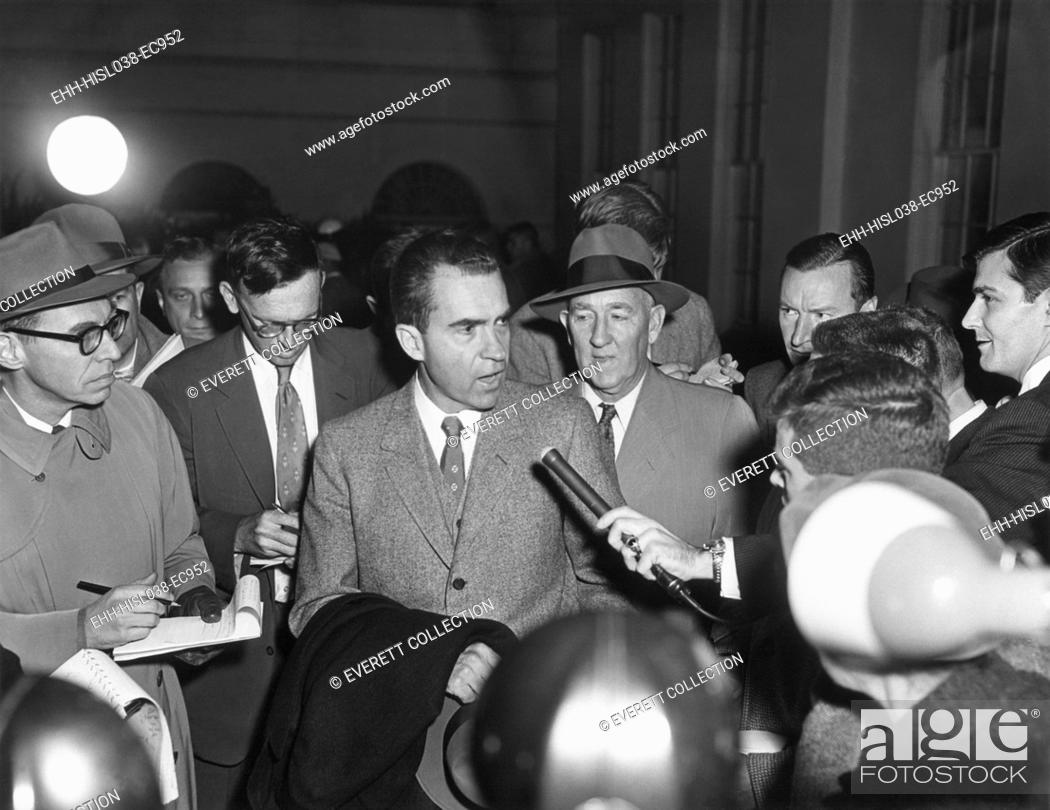 Imagen: Vice President Richard Nixon with reporters on Nov. 26, 1957. They questioned the VP on Eisenhower's mild stroke of the previous day which left the President.